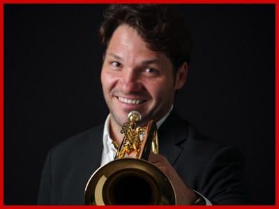Profesor trompeta Raúl Junquera